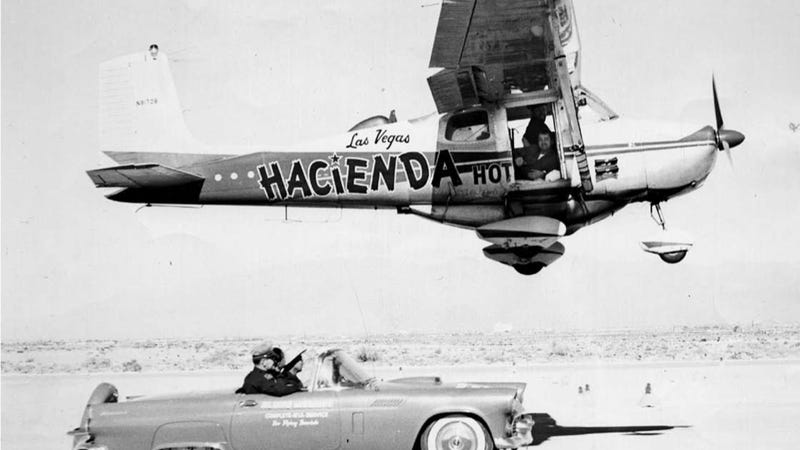 Illustration for article titled How A Slot Machine Mechanic Flew 150,000 Miles Over 64 Days Without Landing