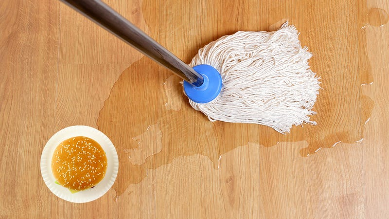 Illustration for article titled Burger King employee caught mopping tables