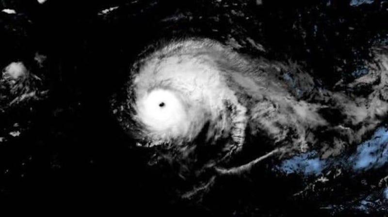 Illustration for article titled El huracán Lorenzo establece un récord como la tormenta más fuerte observada en el norte y este del Atlántico