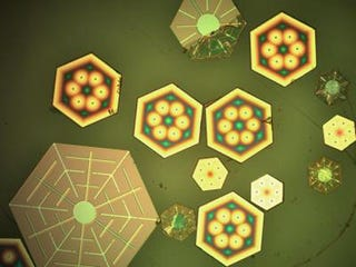 Illustration for article titled Embed tiny solar cells in your body to fight cancer
