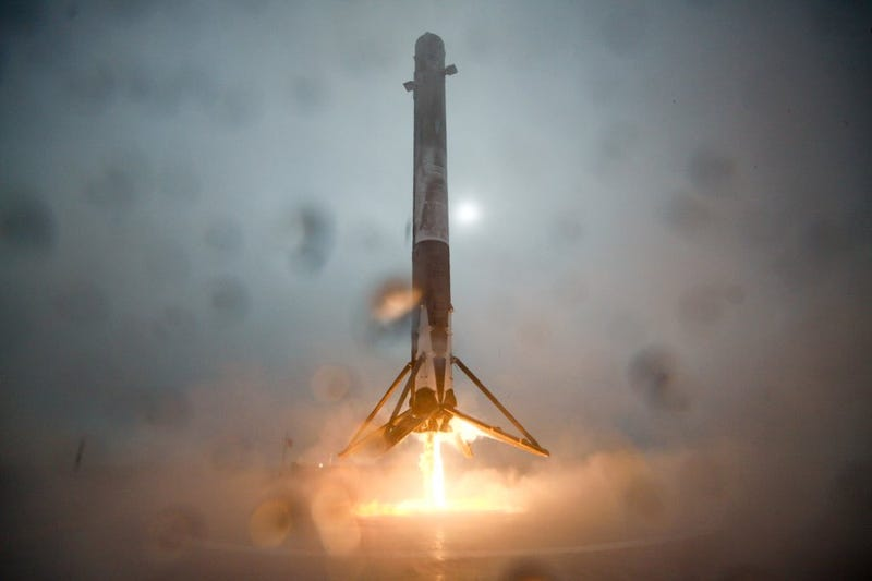 Illustration for article titled SpaceX's Rocket Didn't Quite Stick Its Barge Landing