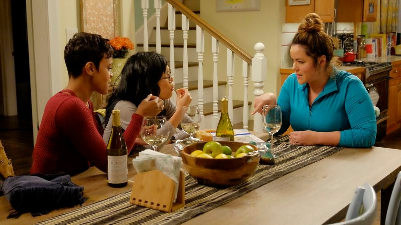 The housewives of American Housewife on breaking the TV mom mold