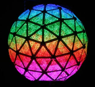 Illustration for article titled Shiny LEDs Ring In the New Times Square New Year's Ball