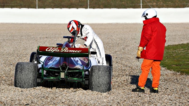 Illustration for article titled Kimi Raikkonen Knows What He's Doing—Even When It Comes to Fixing F1 Seats