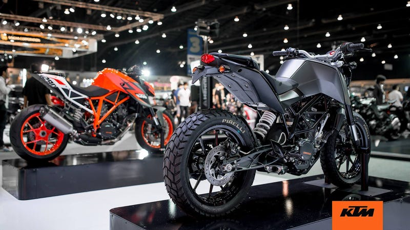 the ktm duke 390 is going to be a customizer 39 s dream. Black Bedroom Furniture Sets. Home Design Ideas