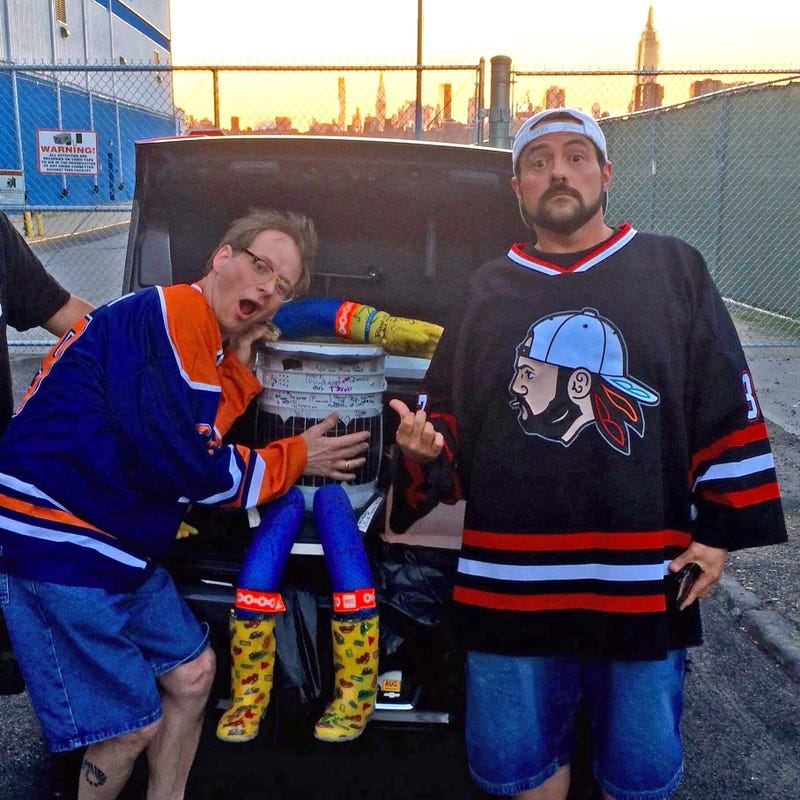 Illustration for article titled Whoever Found hitchBOT Brought Him to Meet Kevin Smith Last Night
