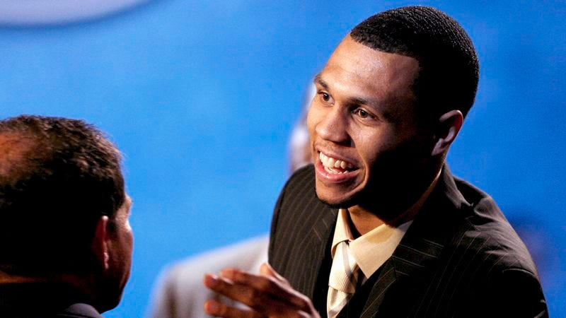 Illustration for article titled Brandon Roy Finally Invests In Home Arthroscopic Surgery Kit