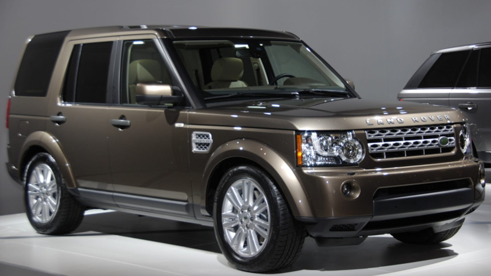 2010 land rover lr4 updated with jaguar v8. Black Bedroom Furniture Sets. Home Design Ideas