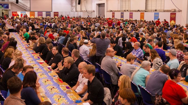 A record-setting 1,040 players taking part in a single game of Settlers Of Catan at SPIEL 2015. Photo: Merz-Verlag.