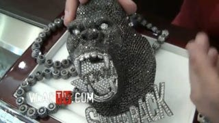 Illustration for article titled Trent Williams Will Soon Be Wearing A $150,000 Silverback Gorilla Chain In The Club