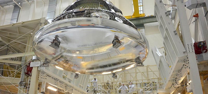 Illustration for article titled NASA's Orion crew module looks like a liquid metal alien spaceship