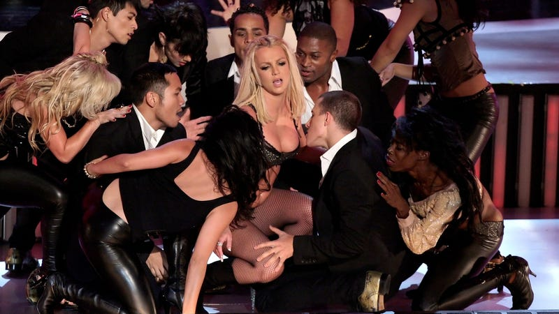 Britney Spears 2007 VMAs performance. Image via Getty.