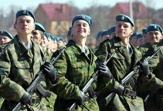 Illustration for article titled Bőven duplázná a szerződésesek számát az orosz hadsereg