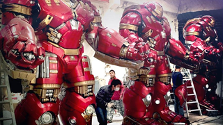 Illustration for article titled Hot Toys' Tour Of Asia Includes Gigantic Versions Of Their Avengers Toys