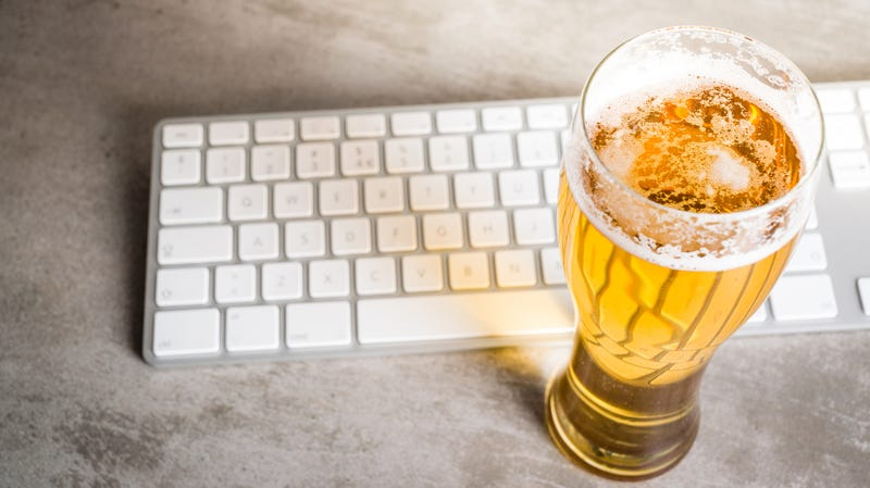 Illustration for article titled WeWork now limits NYC workers to measly 4 free beers per day