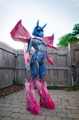Illustration for article titled Sexy My Little Pony Transformer Body-Paint Cosplay Cannot Be Unseen