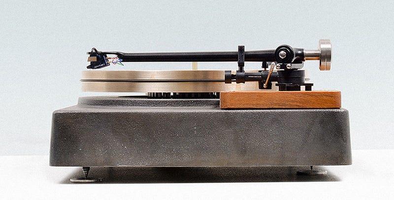 Illustration for article titled Cómo convertir la chatarra de un puente en un tocadiscos de 45 kilos y 6.000 dólares