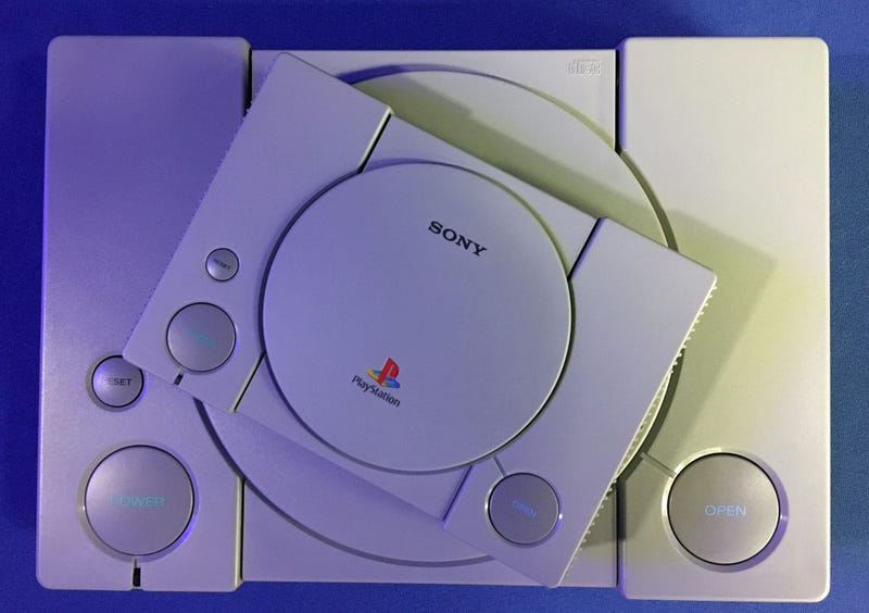 Illustration for article titled La nueva PlayStation Classic es una consola entretenida, pero demasiado básica para costar $100