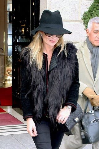Illustration for article titled Kate Moss Rocks A Hat, Shades & Possible Engagement Ring