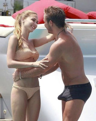 Illustration for article titled Hey, Check Out Mario Götze's Boat Boner