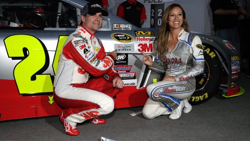 Illustration for article titled Jeff Gordon Smashes NASCAR Pole Record At Las Vegas Motor Speedway