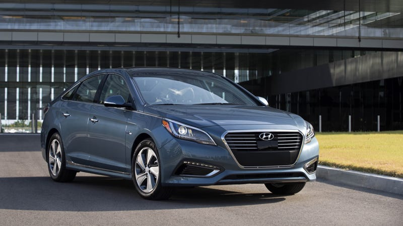 Ilration For Article Led The Hyundai Sonata Hybrid Is A Great Cruiser But Barely Fuel