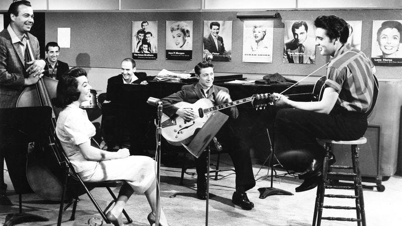 Scotty Moore (center) and Elvis Presley, on the set of Jailhouse Rock. (Photo: Getty Images)