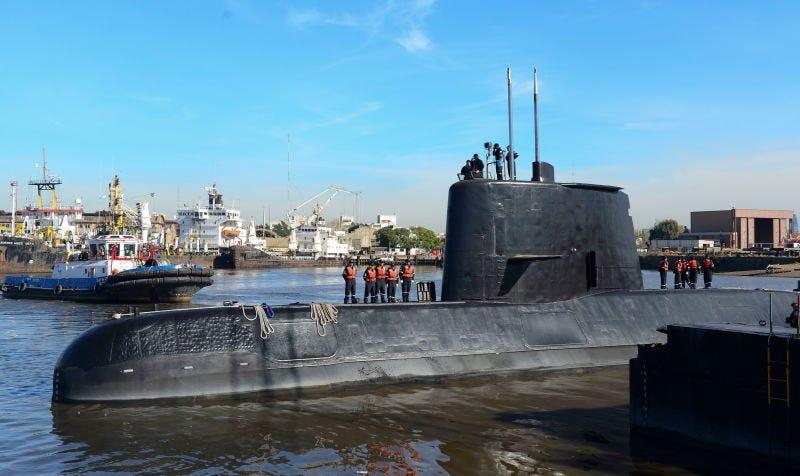 Illustration for article titled El submarino Ara San Juan hizo ocho llamadas vía satélite antes de desaparecer y la armada argentina lo ocultó