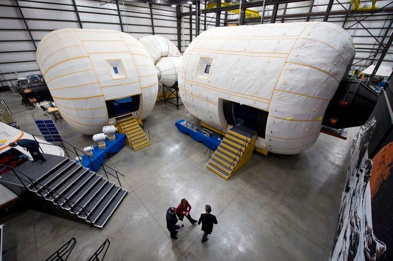Varios prototipos de BEAM / Bigelow Aerospace