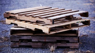 Why Pallets Are Great for DIYing (When You Pick Out the Right Ones)