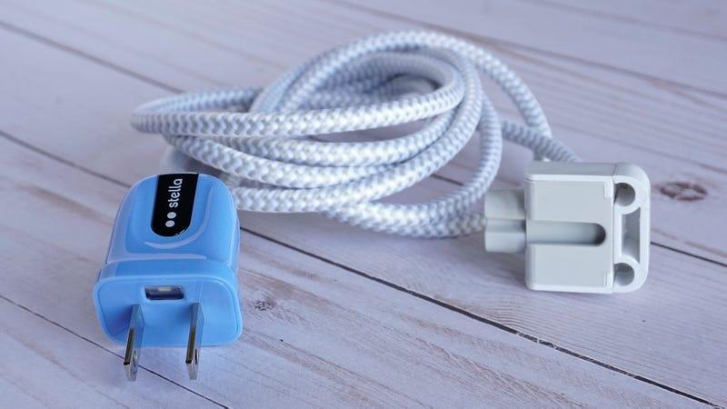 gizmodo.com - Andrew Liszewski - Every Single Power Plug Should Have a Built-in Electricity-Sensing Flashlight