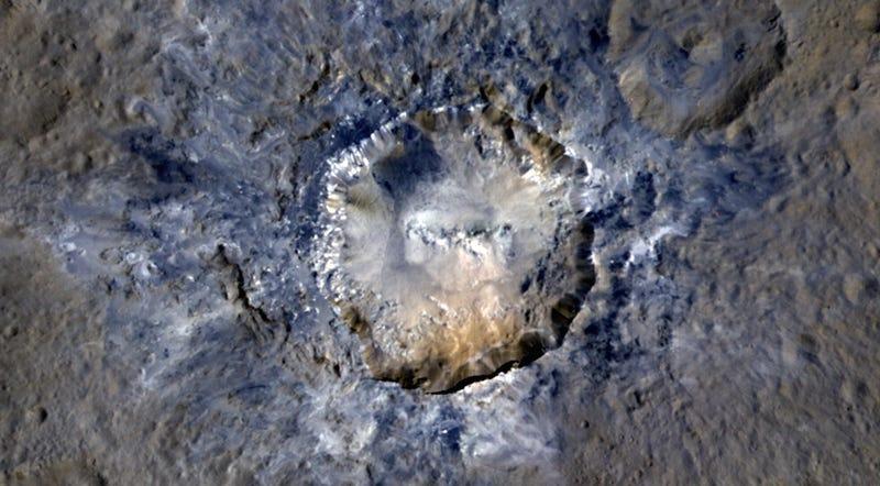 Imagen: Cráter Haulani. vía: NASA/JPL.