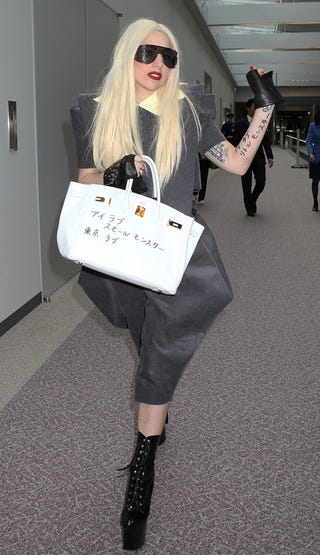 Illustration for article titled Lady Gaga Didn't Amputate Her Leg; Lindsay Wants To End War With Dad
