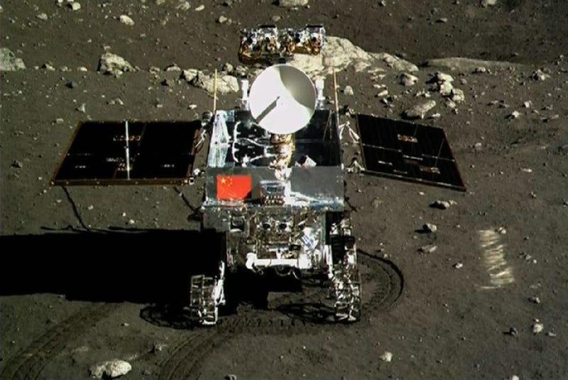 Illustration for article titled El robot chino Yutu envía sus primeras imágenes desde la Luna