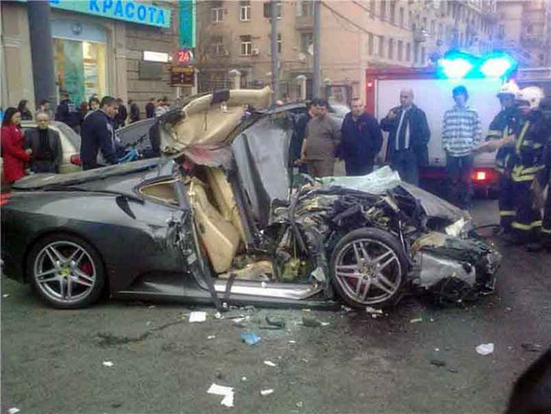 Illustration for article titled 19-Year-Old Sons Of Russian Bankers Demolish Ferrari F430