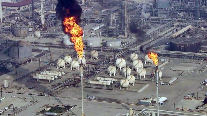 Illustration for article titled Oil Refinery Explodes in California;Blade Runner Flashbacks Ensue