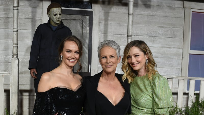 (L to R) Andi Matichak, Jamie Lee Curtis, and Judy Greer pose with a Strode family friend.
