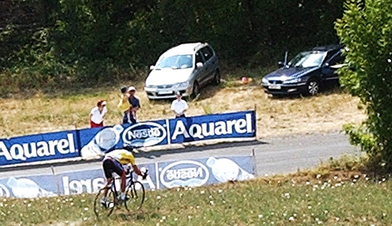 """Lance Armstrong's famous """"cyclocross"""" technique; Photo: Bruno Fablet/AP"""