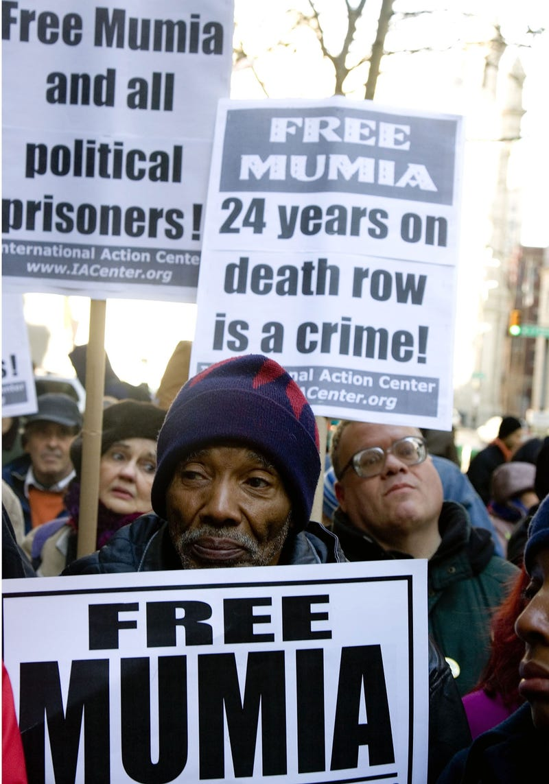 Supporters demonstrate on the 25th anniversary of Abu-Jamal's arrest.(Jeff Fusco/Getty Images)