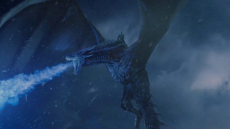 """Illustration for article titled Ni siquiera HBO sabe cómo explicar por qué un dragón en Juego de Tronos escupe """"aliento azul"""" por la boca"""