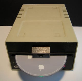 Illustration for article titled Mac Mini Inside an Apple Disk II Case