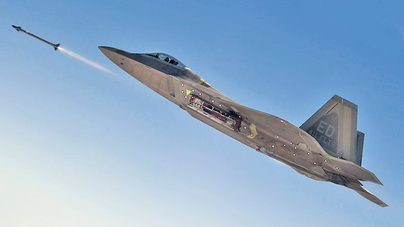 Illustration for article titled Why It's Sad That The F-22 Just Fired Its First Guided AIM-9X Sidewinder