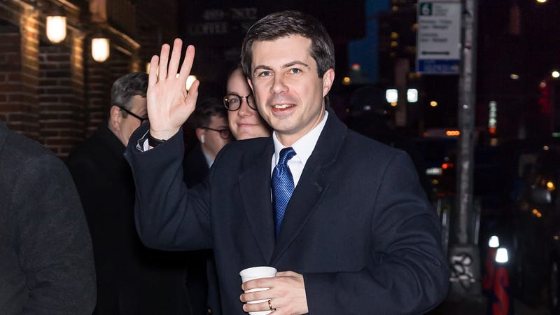 Illustration for article titled Mayor Pete Buttigieg on 2020's defining issue: Is a hot dog a sandwich?