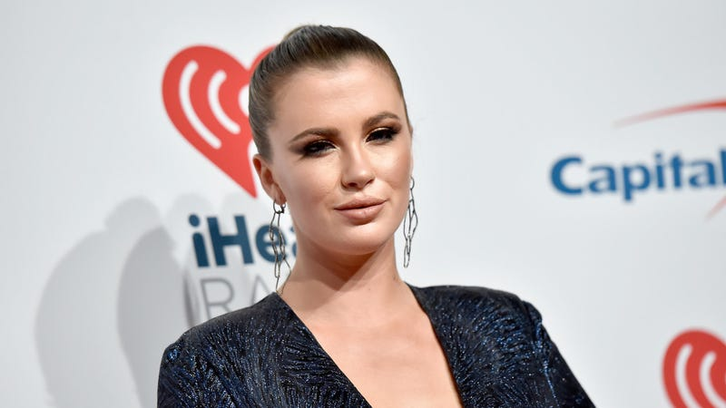 The Baldwin Men Just Can't Not Comment on Ireland Baldwin's Butt Photo
