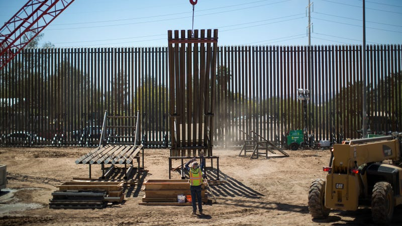 Illustration for article titled The Biggest Border Crisis Is That the Wall's Not Pretty Enough, According to DHS