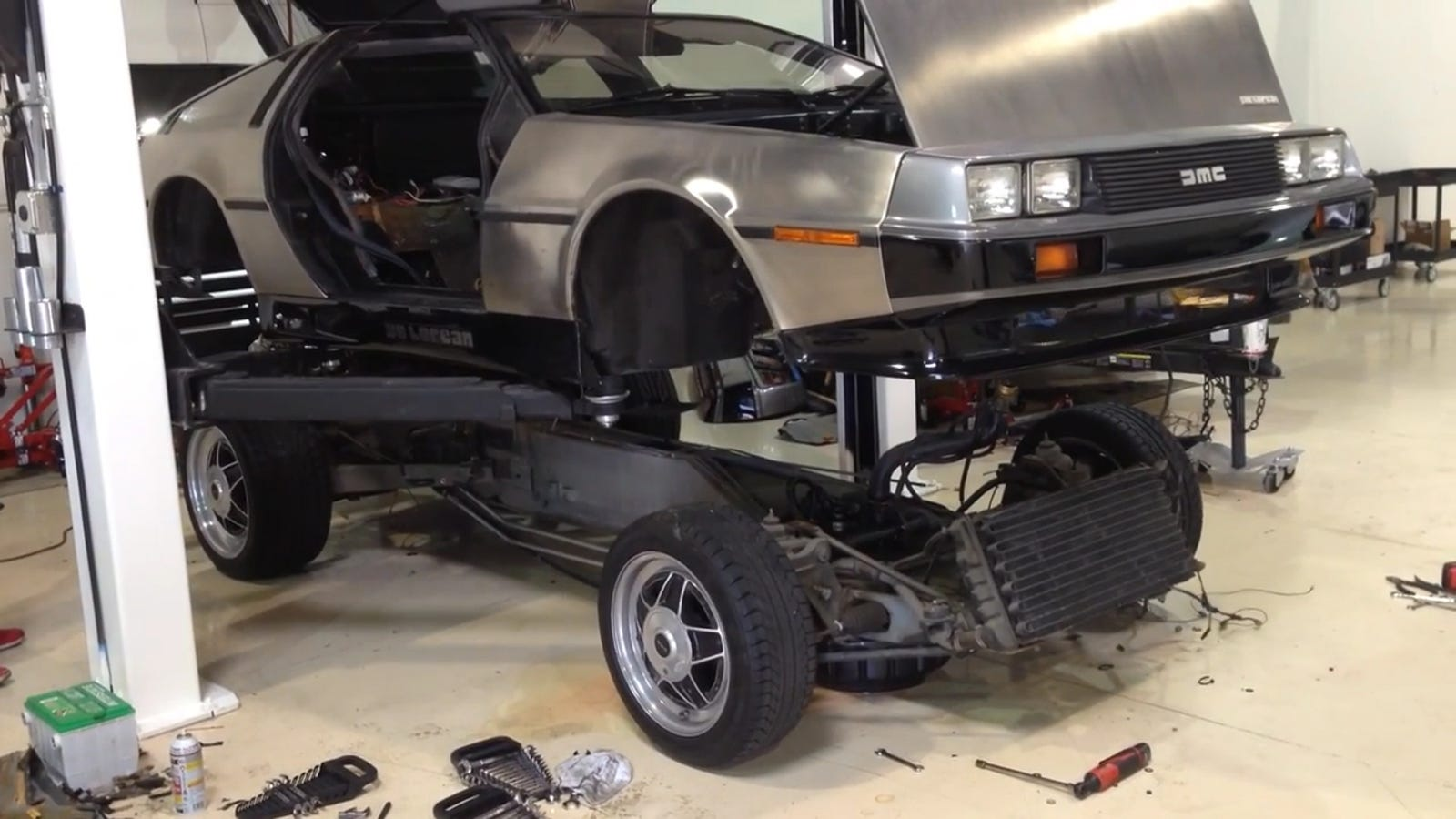 This Is What It Looks Like When You Lift A DeLorean Body Off Of Its ...