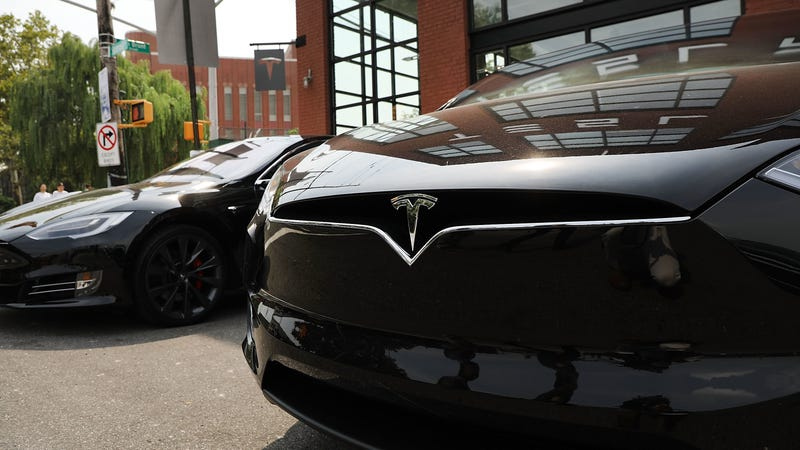 Tesla Malfunction locks owners who depend on the app, forcing them to search for keys.