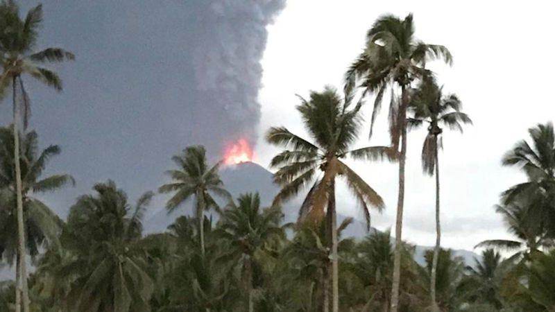 Illustration for article titled Un volcán acaba de entrar en erupción en Indonesia pocos días después del devastador tsunami