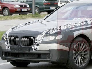 Illustration for article titled 2009 BMW 7-Series Testing Artsy Camo