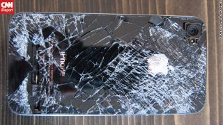 Illustration for article titled This iPhone Survived a 13,500-Foot Fall